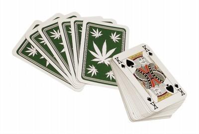 Kartenspiel mit Hanfblatt